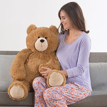 An image of the 3-foot Lil' Hunka Love Bear